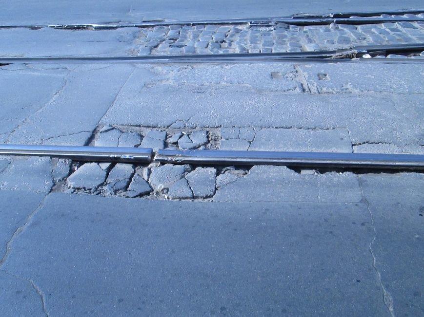 66ac239b20dc40d0c9180a5f76e3e121 Вечная пробка: В центре Одессы дороги пришли в негодность или перерыты коммунальщиками