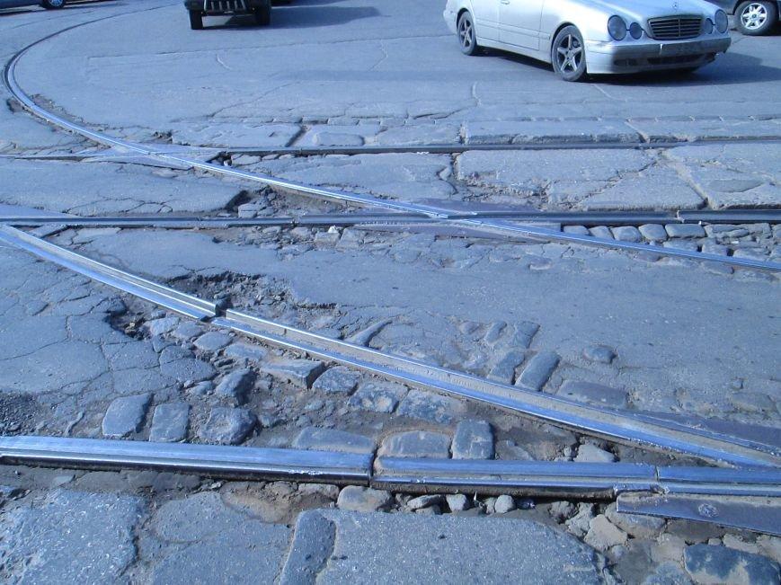 6b2b57cb85086b9843099c345d600911 Вечная пробка: В центре Одессы дороги пришли в негодность или перерыты коммунальщиками