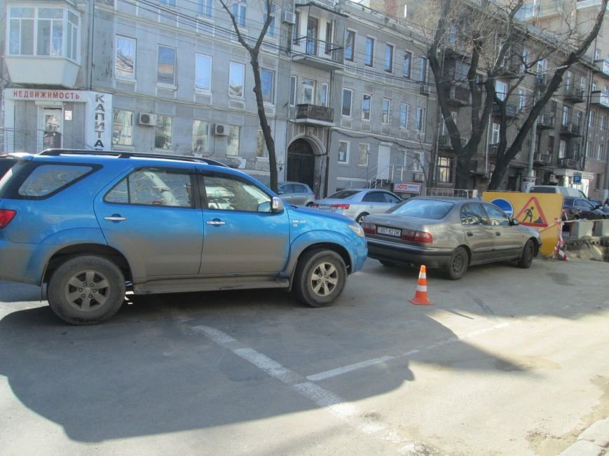 72f53a0ff5cf77cfe95794d2f73ded8c Вечная пробка: В центре Одессы дороги пришли в негодность или перерыты коммунальщиками