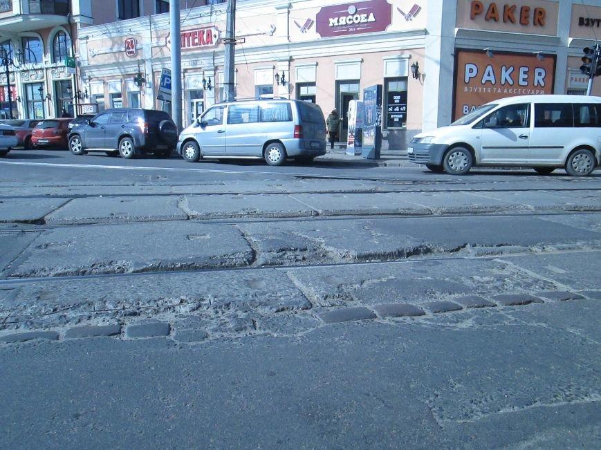 8419e3ecb749da60cc1168550c333c26 Вечная пробка: В центре Одессы дороги пришли в негодность или перерыты коммунальщиками