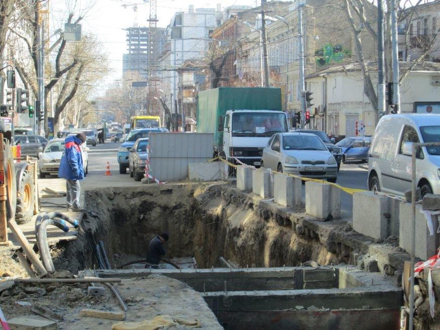 a3f7d4c1a9e76c561c3372be1f9d9ff0 Вечная пробка: В центре Одессы дороги пришли в негодность или перерыты коммунальщиками