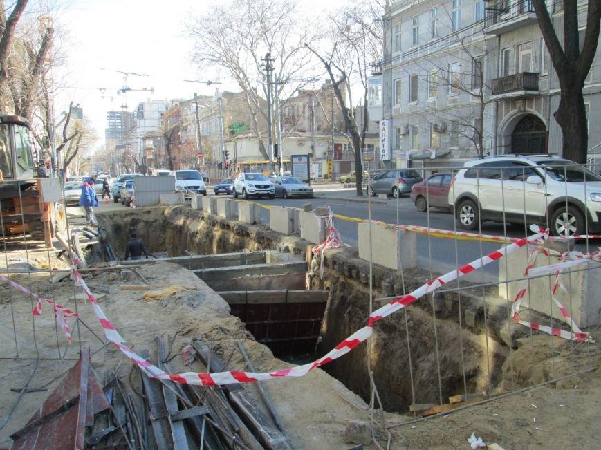a8ebb95c30e76be97acbb37eabe55b1c Вечная пробка: В центре Одессы дороги пришли в негодность или перерыты коммунальщиками