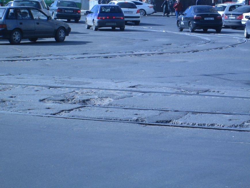 aadde9fbdd206414eb648200fb0984d6 Вечная пробка: В центре Одессы дороги пришли в негодность или перерыты коммунальщиками