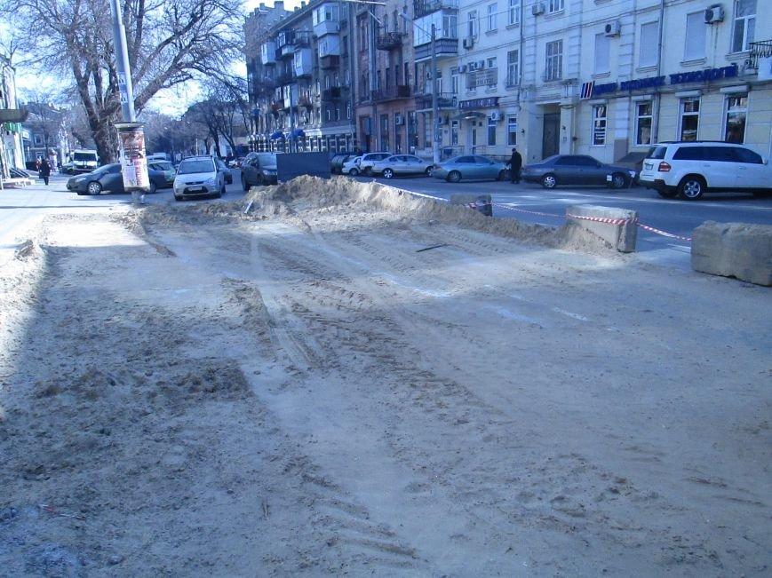 ac15ac03394633dc3348bd48d8e2a148 Вечная пробка: В центре Одессы дороги пришли в негодность или перерыты коммунальщиками