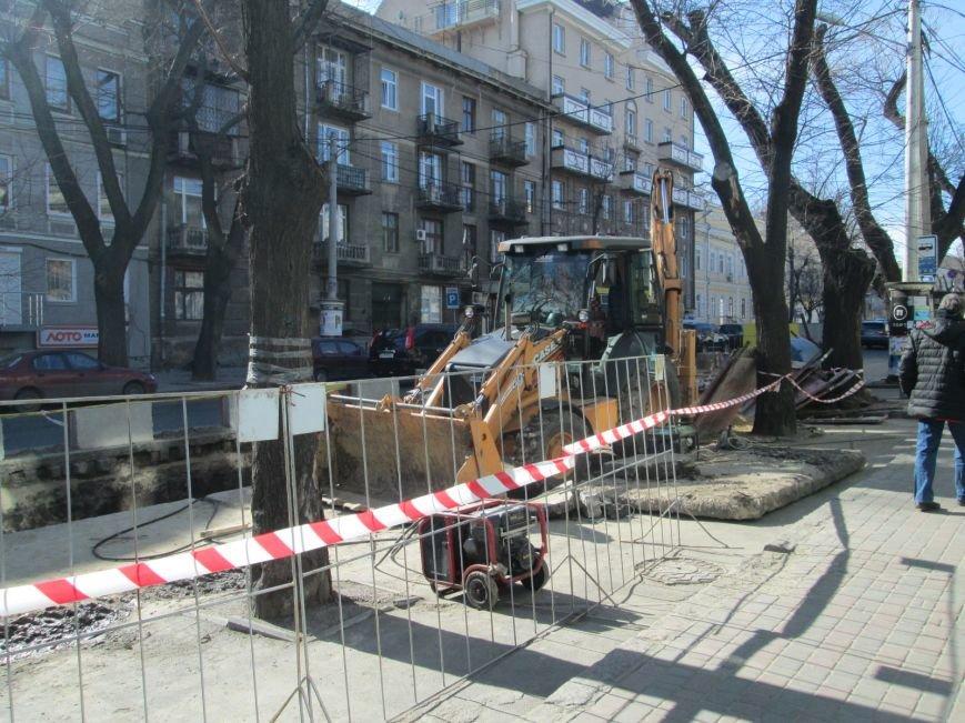 af9f5ab455c2156fa03471026b1a6b25 Вечная пробка: В центре Одессы дороги пришли в негодность или перерыты коммунальщиками