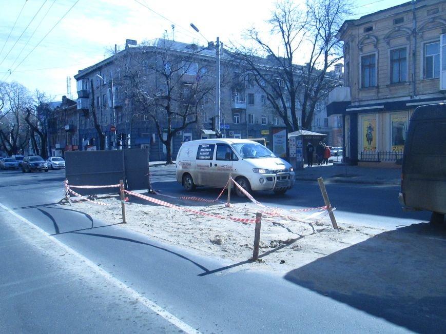 cf5524b3784548733acca6fe900bf58c Вечная пробка: В центре Одессы дороги пришли в негодность или перерыты коммунальщиками