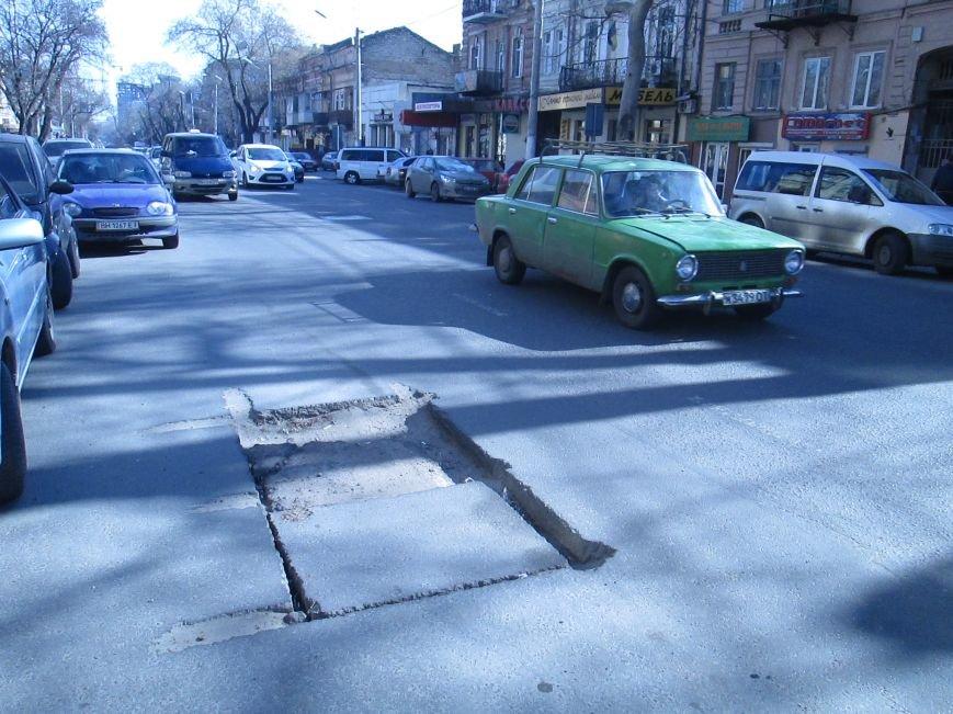 f11ea9c3fb248bb91fca1c5bf6901580 Вечная пробка: В центре Одессы дороги пришли в негодность или перерыты коммунальщиками