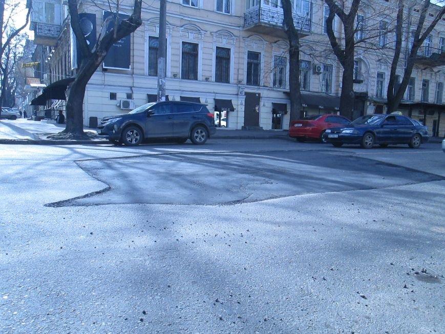 f29ae9ae8742f53b00e55fb74abd0d0f Вечная пробка: В центре Одессы дороги пришли в негодность или перерыты коммунальщиками