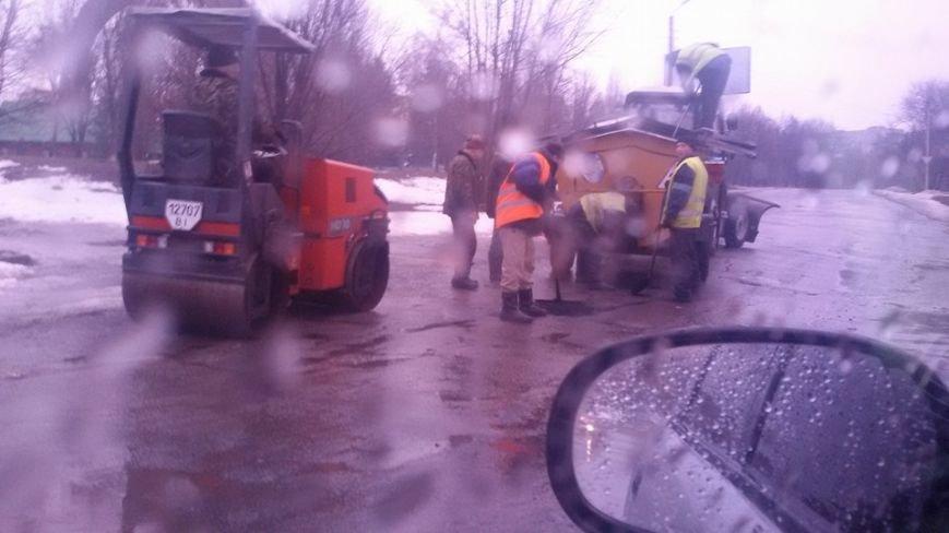 В Полтаве ремонтируют дороги во время дождя (ФОТОФАКТ), фото-1