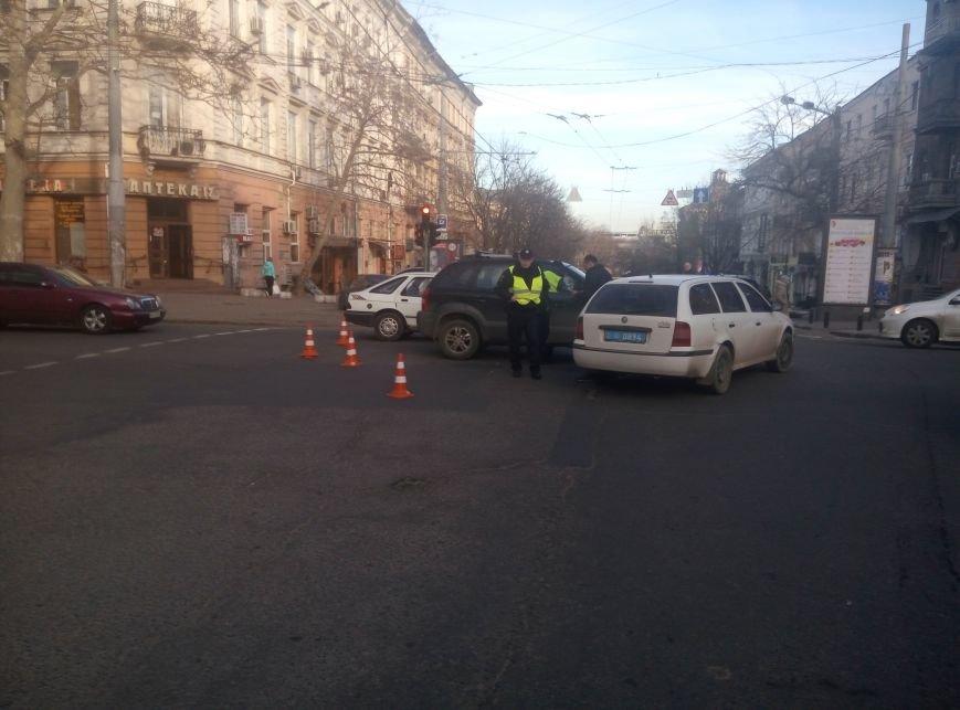 В центре Одессы полиция попала в аварию (ФОТО) (фото) - фото 1