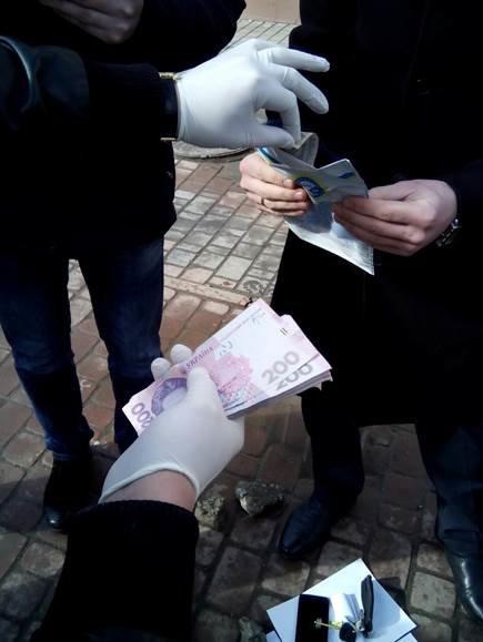 На Хмельниччині СБУ затримала на хабарі чиновника Держпраці (Фото) (фото) - фото 1