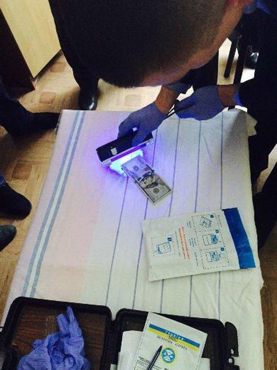 В Ужгороді поліція затримала медика, який вимагав гроші за інвалідність (ФОТО) (фото) - фото 1