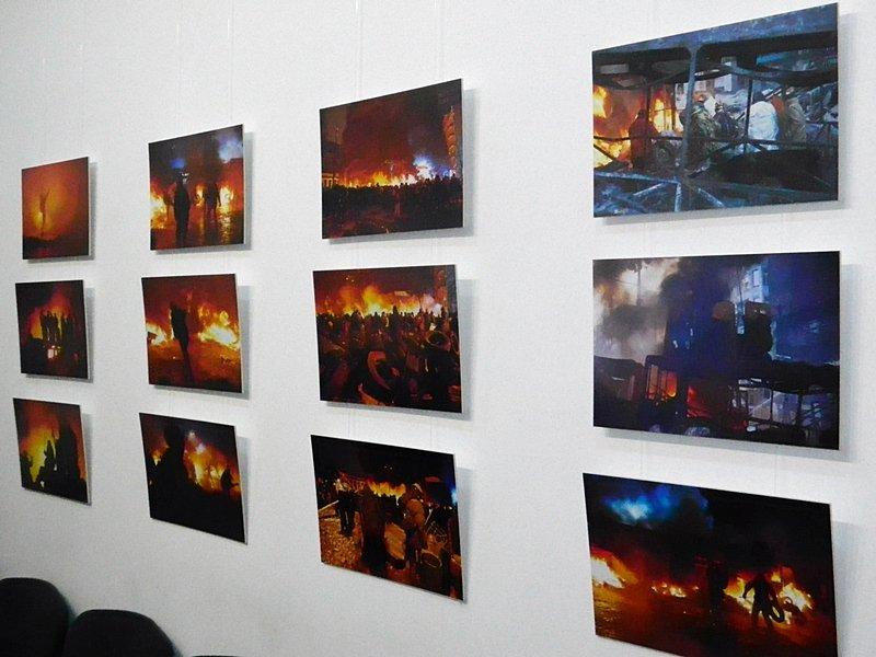 В Запорожье Небесной сотне посвятили открытие фотовыставки о Майдане(ФОТО) (фото) - фото 2