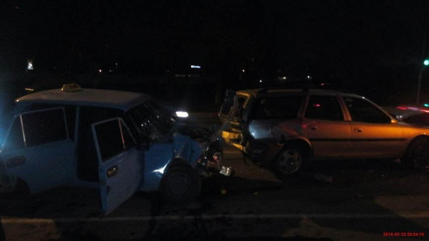 На Гагаріна в Ужгороді розбилися три машини (фото) - фото 1