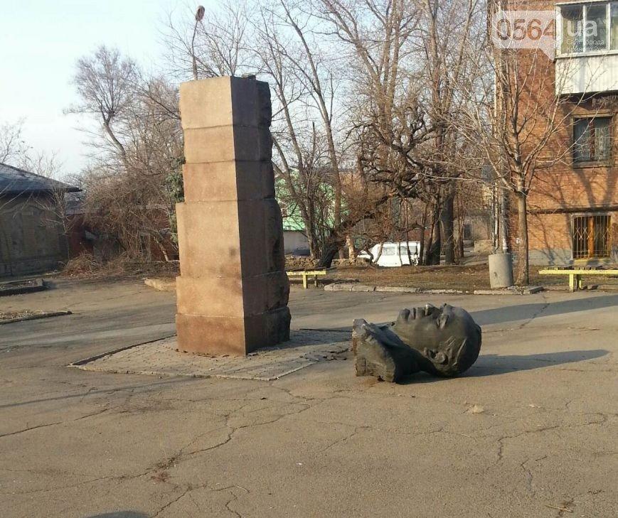 В Кривом Роге: зарегистрировали первого кандидата на пост мэра, провели парад,  повалили бюст Валявко и нашли куда вывозят трупы животных (фото) - фото 2