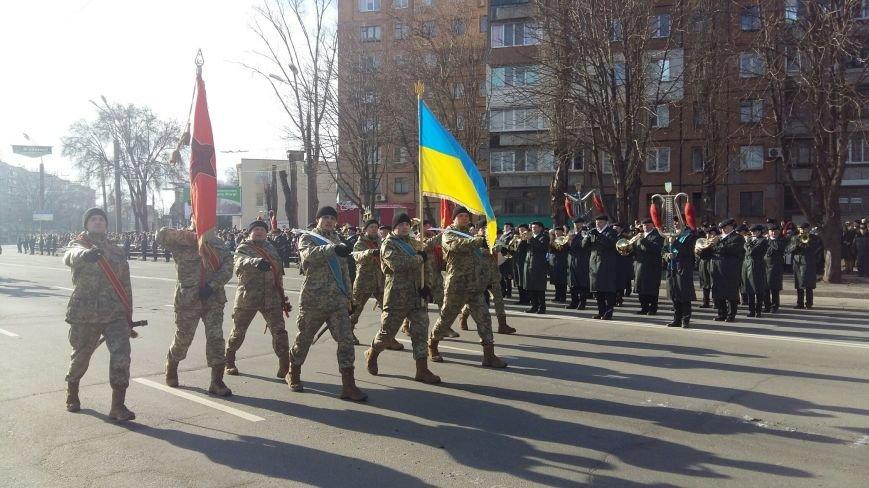 В Кривом Роге: зарегистрировали первого кандидата на пост мэра, провели парад,  повалили бюст Валявко и нашли куда вывозят трупы животных (фото) - фото 1