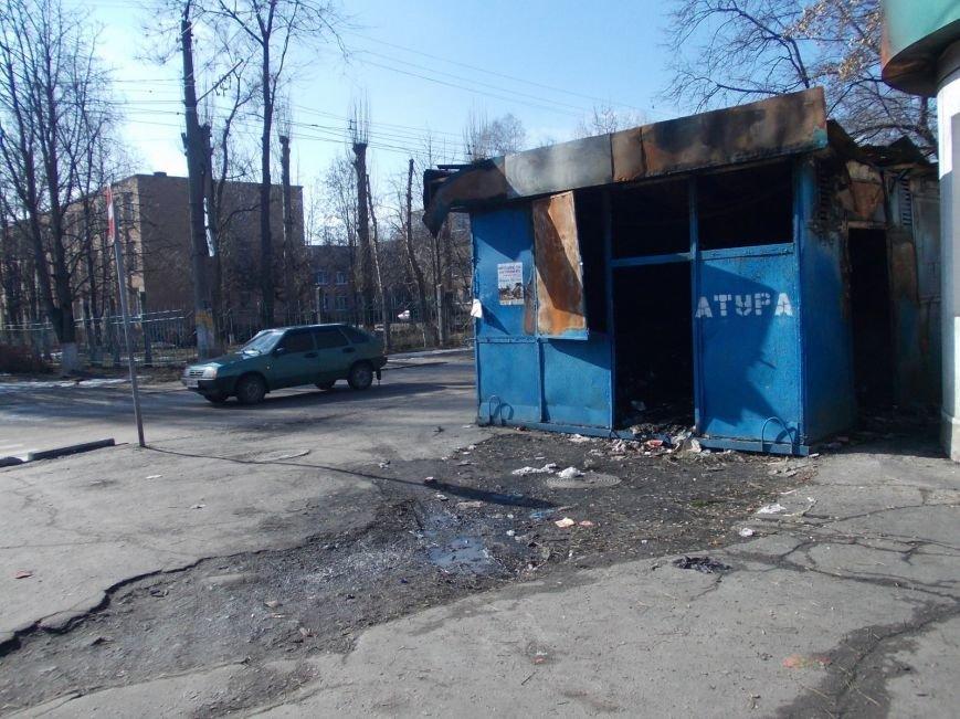 В Кировограде никому нет дела к сгоревшему киоску ФОТО, фото-1