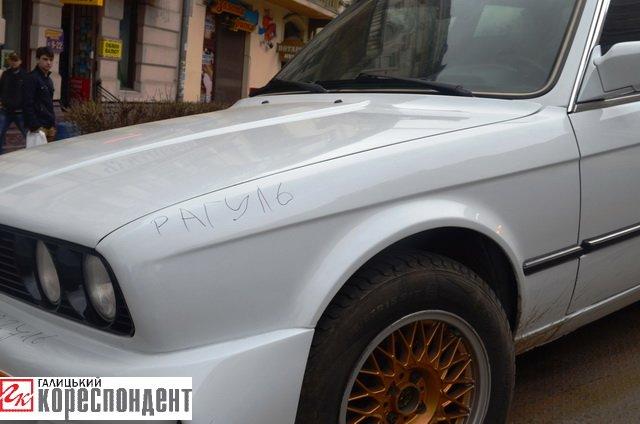 Як в центрі Івано-Франківська патрульні евакуйовували «БМВ» (ВІДЕО), фото-9