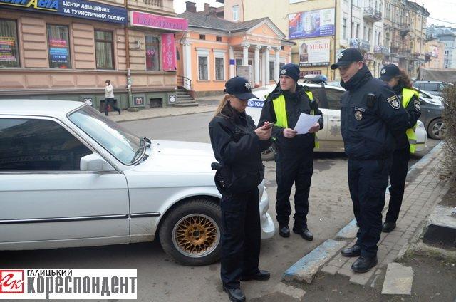 Як в центрі Івано-Франківська патрульні евакуйовували «БМВ» (ВІДЕО), фото-10