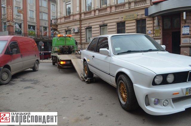 Як в центрі Івано-Франківська патрульні евакуйовували «БМВ» (ВІДЕО), фото-5