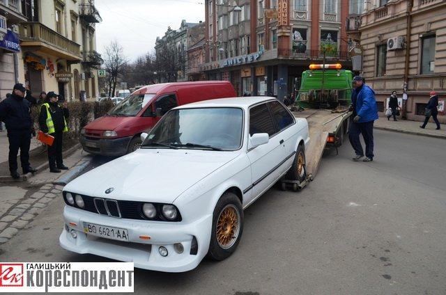 Як в центрі Івано-Франківська патрульні евакуйовували «БМВ» (ВІДЕО), фото-4