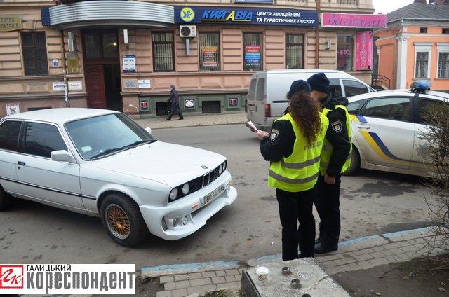 Як в центрі Івано-Франківська патрульні евакуйовували «БМВ» (ВІДЕО), фото-11