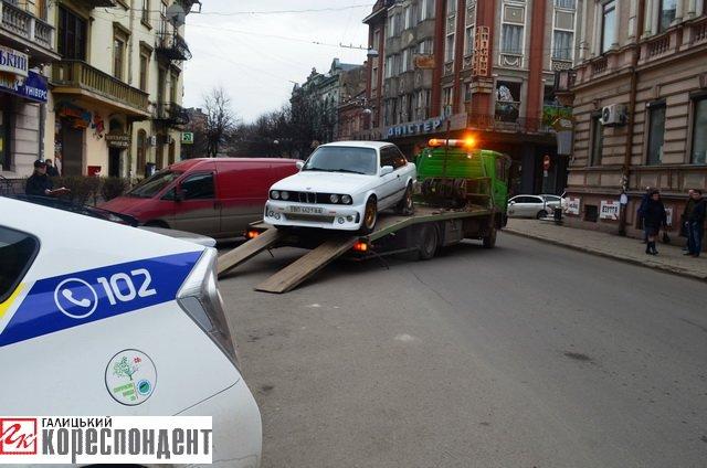 Як в центрі Івано-Франківська патрульні евакуйовували «БМВ» (ВІДЕО), фото-7