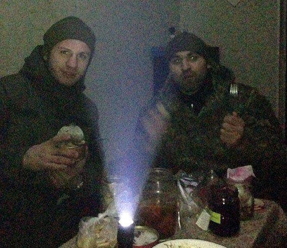Ровно год назад житель Красноармейска офицер Виталий  Мандрык отдал свою жизнь за спокойствие в наших домах (фото) - фото 6