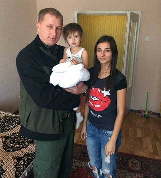 Ровно год назад житель Красноармейска офицер Виталий  Мандрык отдал свою жизнь за спокойствие в наших домах (фото) - фото 8