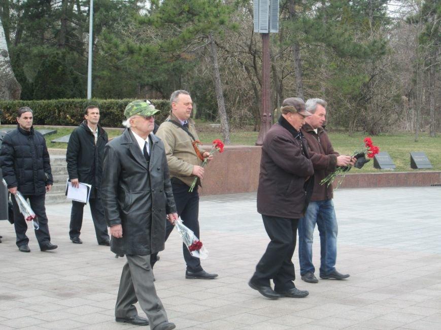 17918dbae9625de25a2164e265a0bd5a В Одессе День советской армии сепаратисты отметили с власовскими лентами