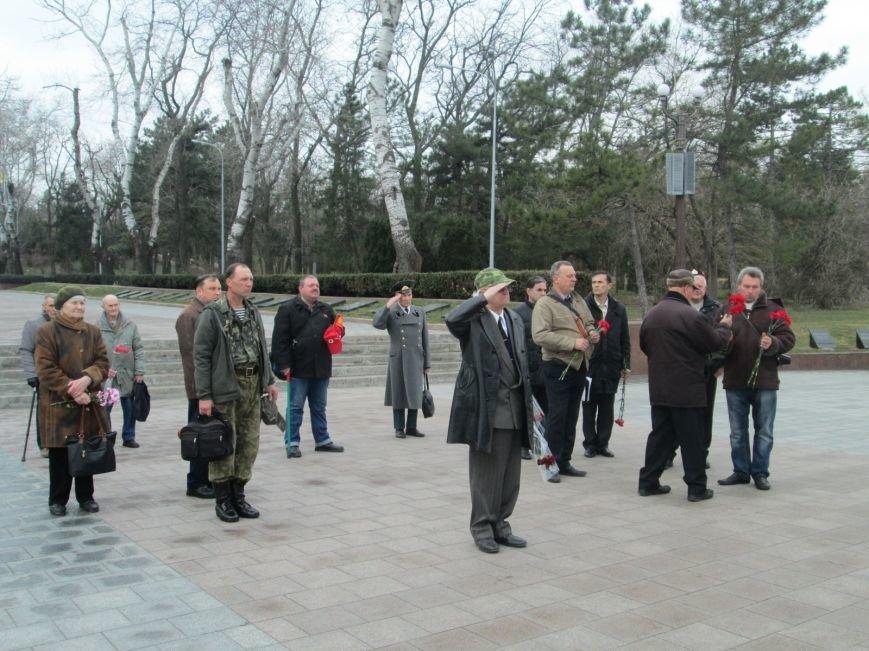 3cda86073253f72869f1ccb9d07f4aff В Одессе День советской армии сепаратисты отметили с власовскими лентами
