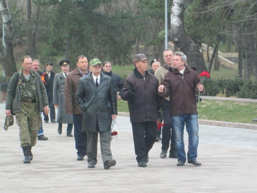 40cb9bbbbe5e45e00ff272352acc21b1 В Одессе День советской армии сепаратисты отметили с власовскими лентами