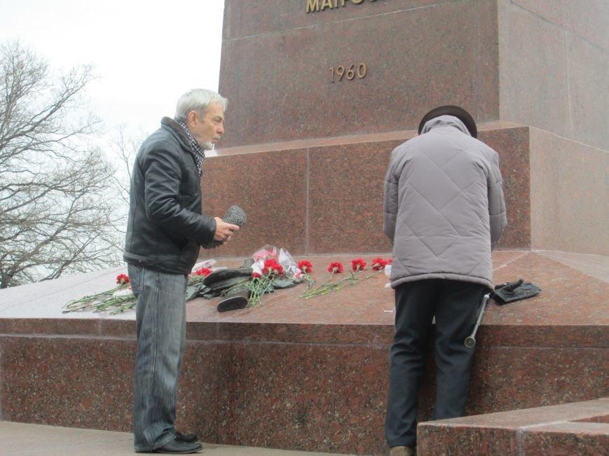 7de66fa01466fe7b96d2b8e506616a71 В Одессе День советской армии сепаратисты отметили с власовскими лентами