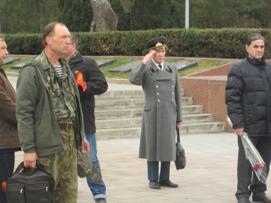 b2cbd7bb85532a20d4bd505b10297333 В Одессе День советской армии сепаратисты отметили с власовскими лентами
