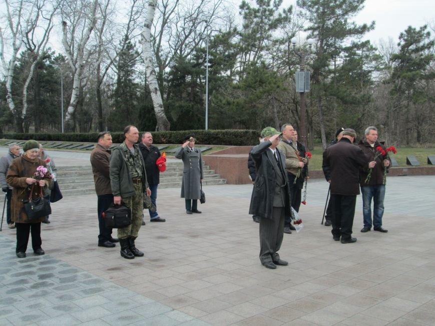c159835719c6736a1bdf3a642b99fbf4 В Одессе День советской армии сепаратисты отметили с власовскими лентами