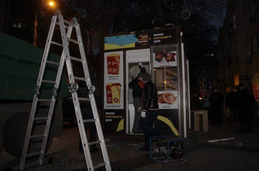 На ул.Глинки сносят МАФы (ФОТО) (фото) - фото 1