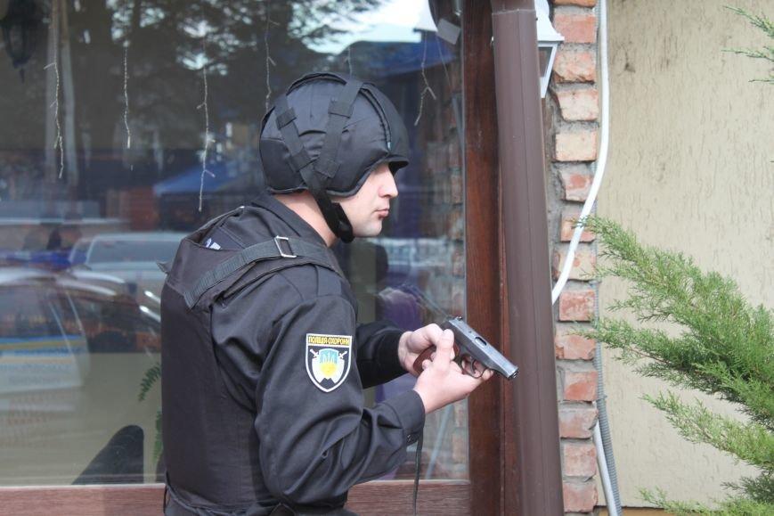 Як ужгородські поліцейські затримували грабіжника банку? (ФОТО), фото-1