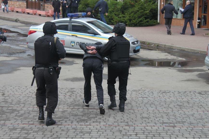 Як ужгородські поліцейські затримували грабіжника банку? (ФОТО), фото-10