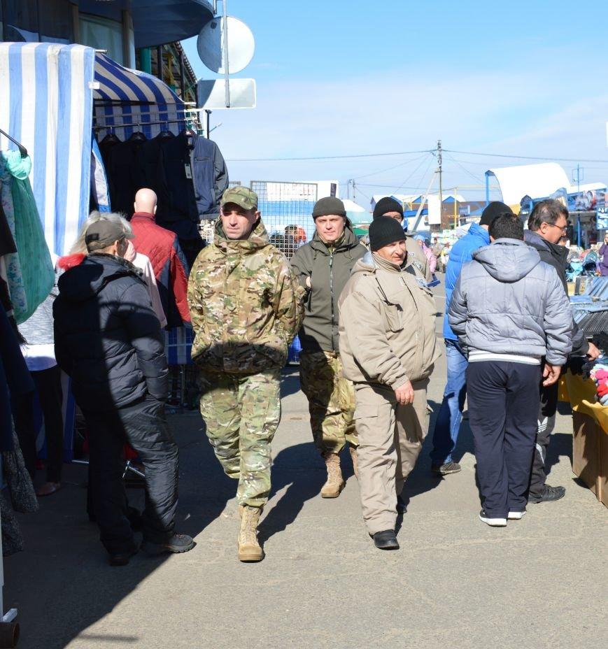 Для поддержания общественного порядка на «7 километре» ведется совместное патрулирование (фото) - фото 1