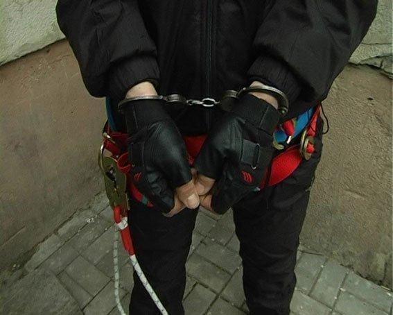 Вору-альпинисту, совершившему за ночь в Сумах несколько краж, грозит до 6 лет (ФОТО+ВИДЕО) (фото) - фото 1
