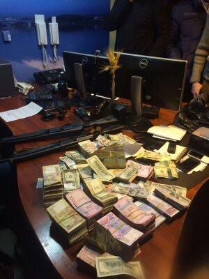 На Днепропетровщине разоблачили сеть незаконных пунктов обмена валюты (ФОТО) (фото) - фото 1