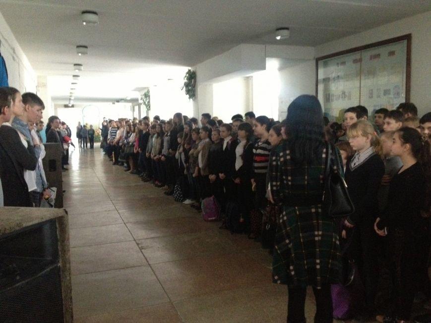 В школе №18 почтили память Героев Небесной cотни и выпускника школы Дмитрия Чернявского (фото) - фото 1