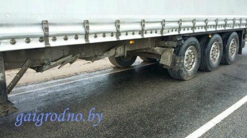 В Лидском районе водитель сильно поплатился за то, что не уступил дорогу фуре, а в Гродно иномарка вне перехода сбила пенсионерку (фото) - фото 7