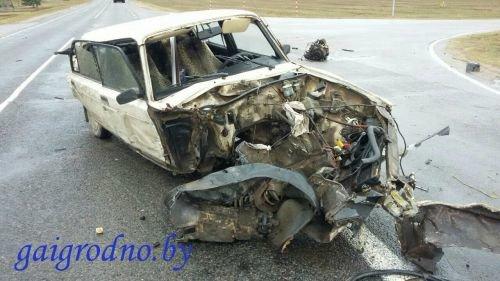 В Лидском районе водитель сильно поплатился за то, что не уступил дорогу фуре, а в Гродно иномарка вне перехода сбила пенсионерку (фото) - фото 5