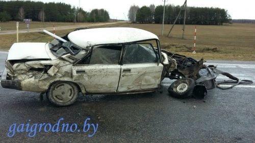 В Лидском районе водитель сильно поплатился за то, что не уступил дорогу фуре, а в Гродно иномарка вне перехода сбила пенсионерку (фото) - фото 4