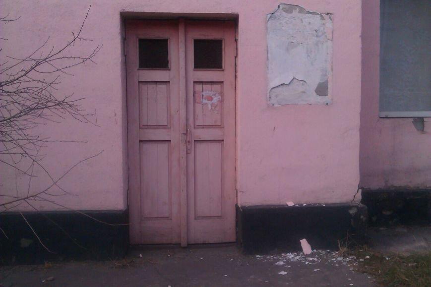 В Днепродзержинске демонтированы мемориальные доски со зданий, где жил и учился Леонид Брежнев (фото) - фото 3