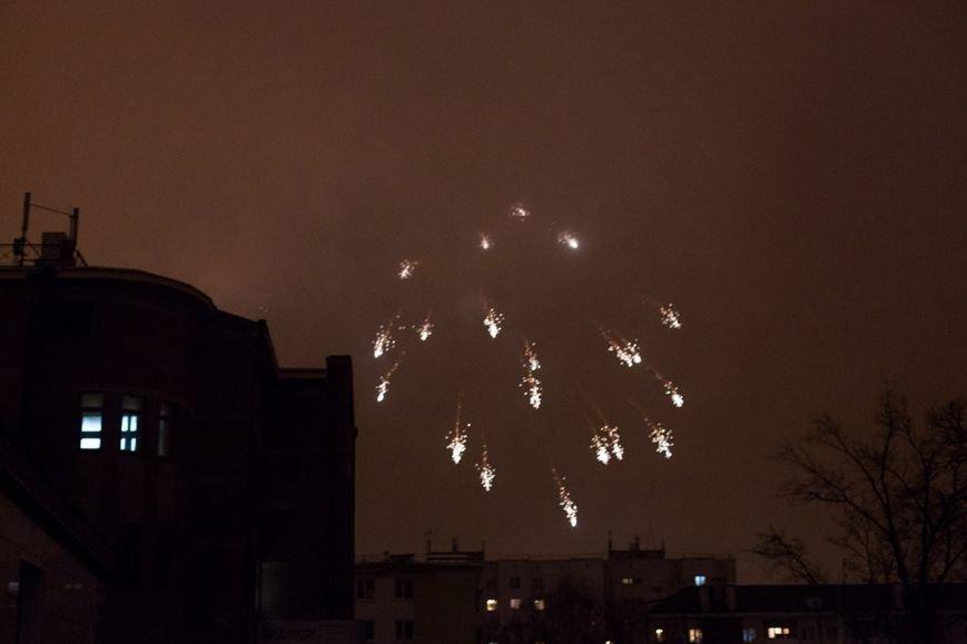 В Белгороде впервые 23 февраля отпраздновали с фейерверком (фото) - фото 3