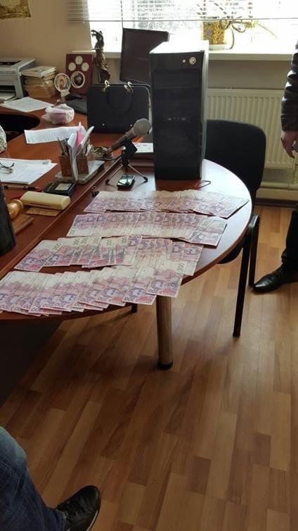 В Донецкой области судья попалась на взятке в 15 тысяч (ФОТО) (фото) - фото 1