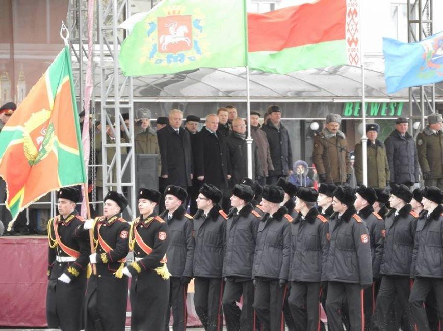 Полевая кухня и «захват заложников». В Витебске на главной площади отметили День защитника Отечества, фото-8