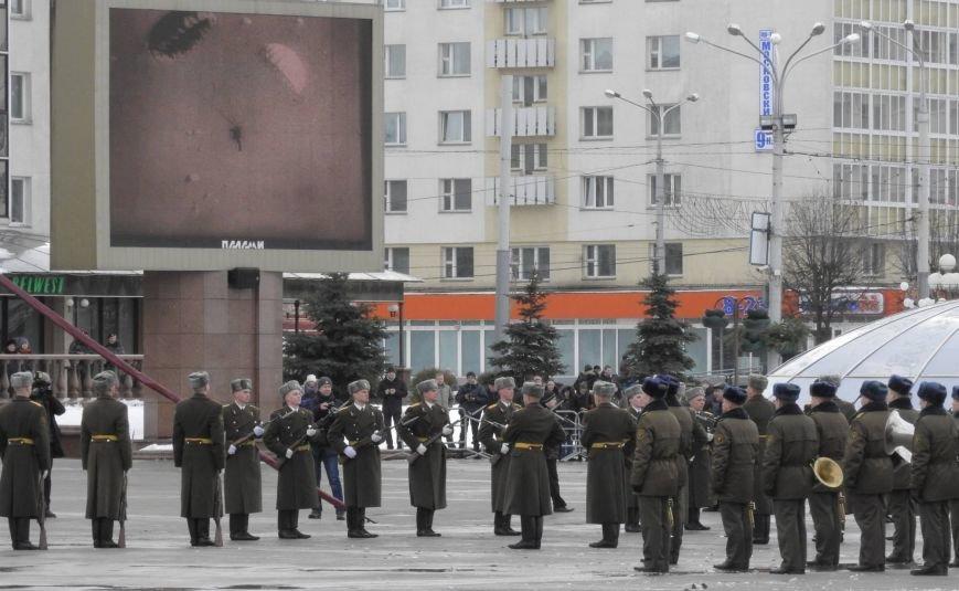 Полевая кухня и «захват заложников». В Витебске на главной площади отметили День защитника Отечества, фото-9